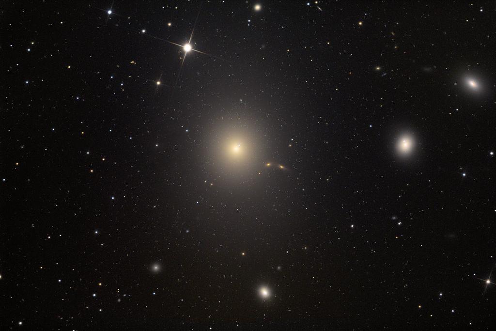 M87,Messier 87, Virgo A, NGC 4476, NGC 4478, NGC 4486A
